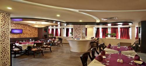 RUNNING RESTAURANT IN SECTOR 18 NOIDA FOR SALE